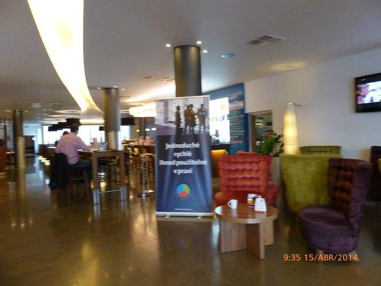 Jurys Inn Hotel Prague: Hall entrada