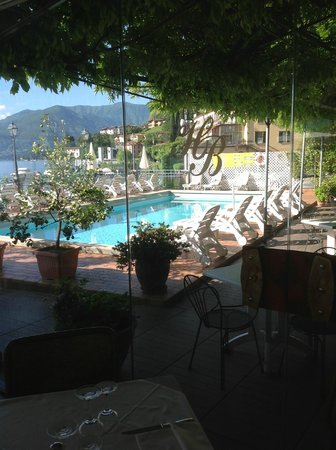 Hotel Bellavista: Outdoor swimming pool
