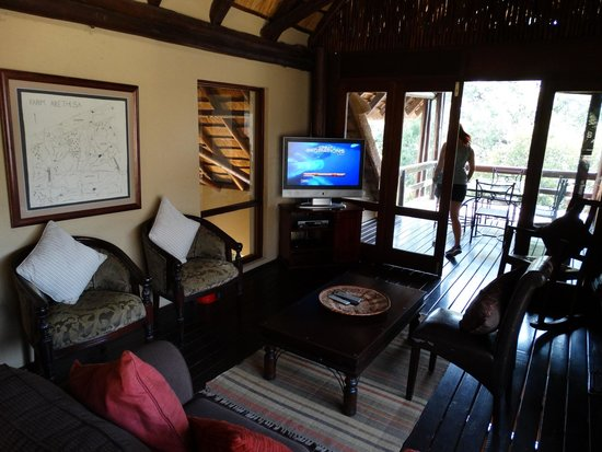 Elephant Plains Game Lodge : Sitting room