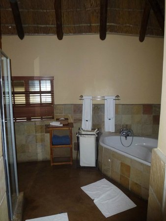 Elephant Plains Game Lodge: Bathroom