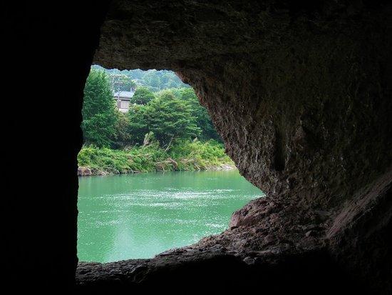 Ao Cave Tonnel: 青の洞門