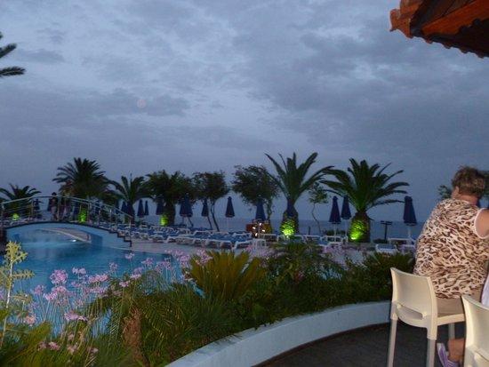 Rodos Princess Beach Hotel : Poolside