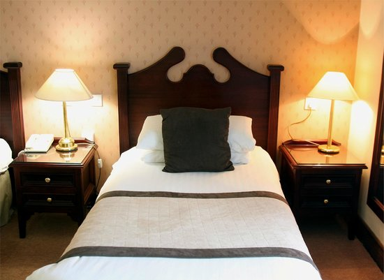 The Oakwood Hotel: Bed in Twin Room