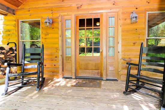 Dancing Bear Lodge: LeConte Front Porch