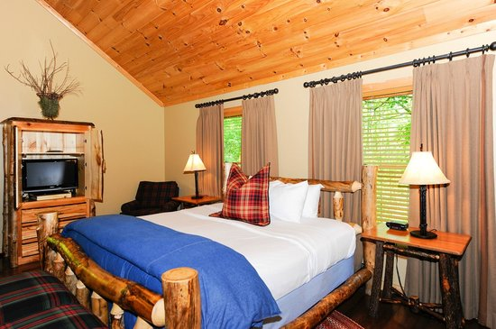 Dancing Bear Lodge: LeConte Master Bed