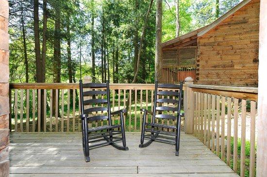 Dancing Bear Lodge: Newfound Gap Porch Rockers