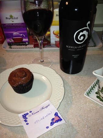 Pinecrest Bed & Breakfast : My BFF is Gluten intolerant so Stacey set out a special evening snack for her. It paired well wi