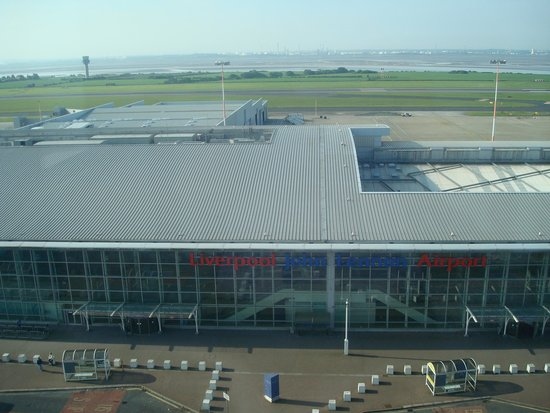 Hampton by Hilton Liverpool/John Lennon Airport: Overlooking airport entrance fron 10th floor