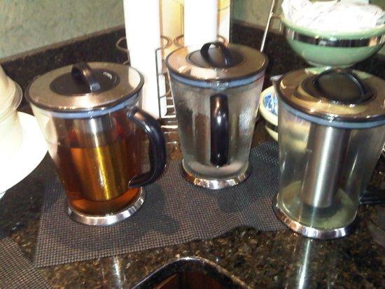 Quality Suites: Water, apple juice, orange juice
