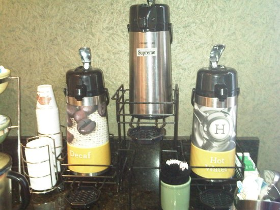 Quality Suites: Breakfast room coffee station