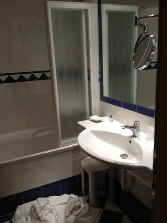 Ai Pini Park Hotel: Bagno della stanza 309 al terzo piano