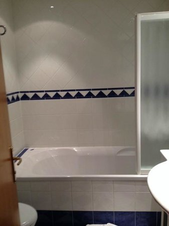 Ai Pini Park Hotel: Vasca da bagno della stanza 309