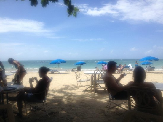 San Juan Water & Beach Club Hotel: Lunch on the beach
