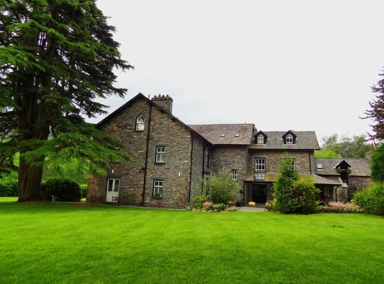New Dungeon Ghyll Hotel : Side view of the hotel
