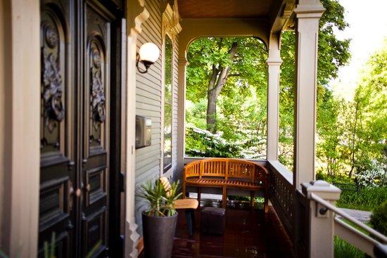 Made INN Vermont, an Urban-Chic Bed and Breakfast : Top LGBT Hotel B&B Inn Burlington VT | Best Place to Stay in Burlington | FAB | Fun Retro CHIC