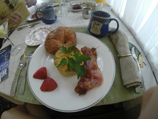 Victorian House : Delicious Breakfast
