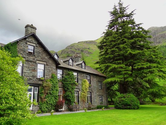 New Dungeon Ghyll Hotel: Front of the hotel
