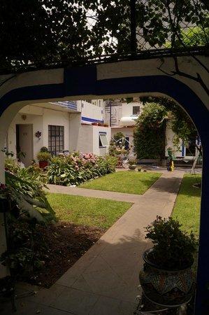 Hotel Casa Gonzalez: Courtyard