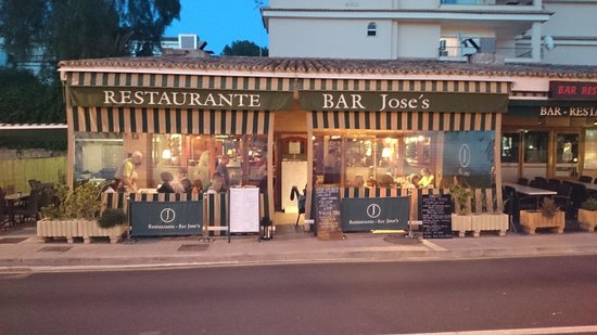 Jose's restaurante e bar: Outside early evening