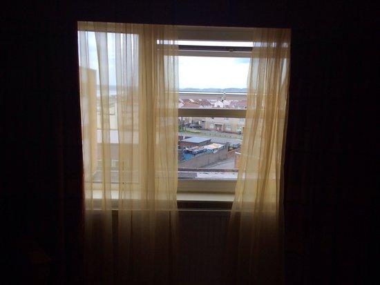 BEST WESTERN Aberavon Beach Hotel: Yellow nets ! And 'sea view '