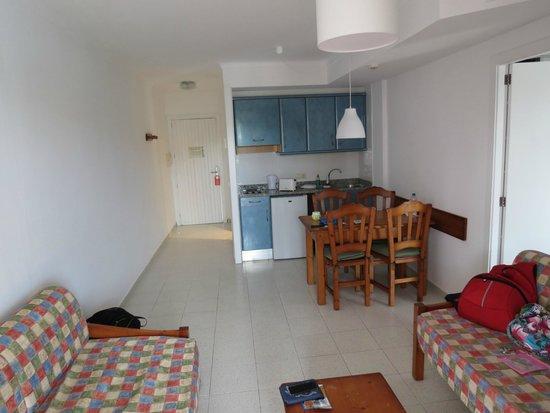 Ola Apartamentos Es Ravells D'Or: Kitchen area