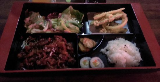 Kim's Restaurant : Pork Bulgogi lunch platter (sorry,did not realize it was blurry until I went to post it).