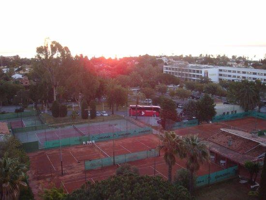 Sol Marbella Estepona Atalaya Park by Melia: les terrains de tennis de notre chambre