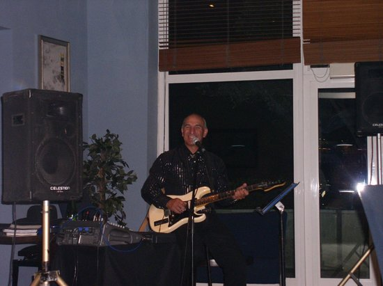 Radisson Blu Resort & Spa, Malta Golden Sands: Swizzles evening entertainment and was great