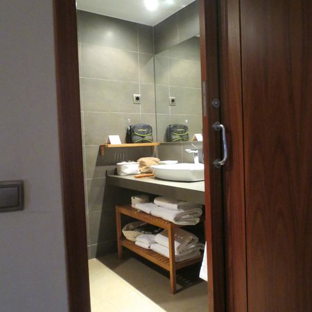 Up Suites Bcn: El baño