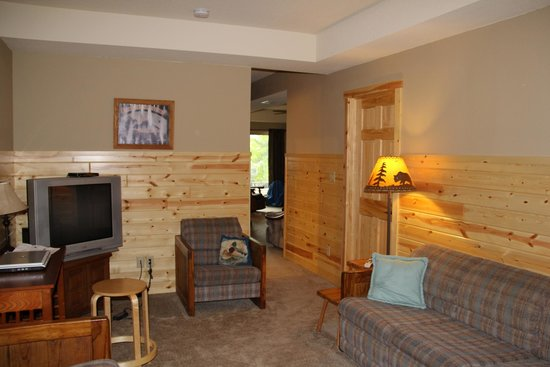 Timber Bay Resort and Cabins: LR 2 lower fl