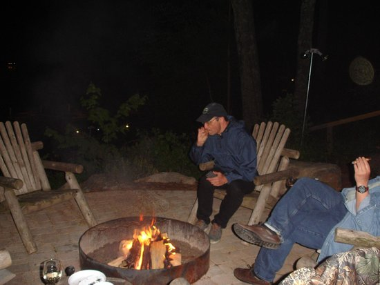 Timber Bay Resort and Cabins: Fire pit