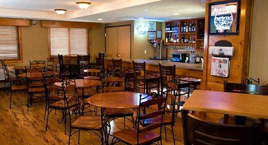 AmericInn Lodge & Suites Eagle : Breakfast Bar