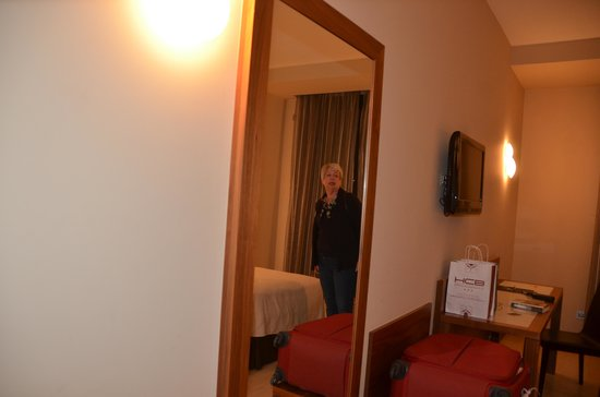 Sercotel Hotel Gran Bilbao: This was our room