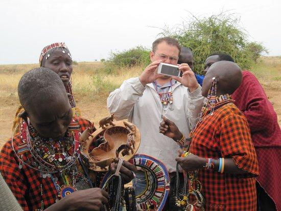 Amboseli National Park : Sharing photos with Maasai