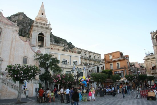 Casa Vacanze Samira: Taormina main square