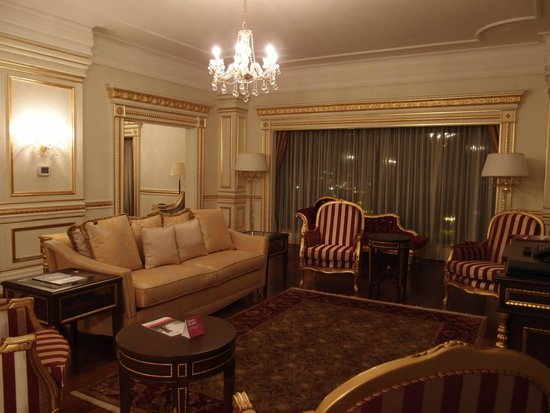 Crowne Plaza Istanbul Asia: the living room part of the great room