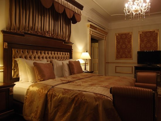 Crowne Plaza Istanbul Asia: the bedroom