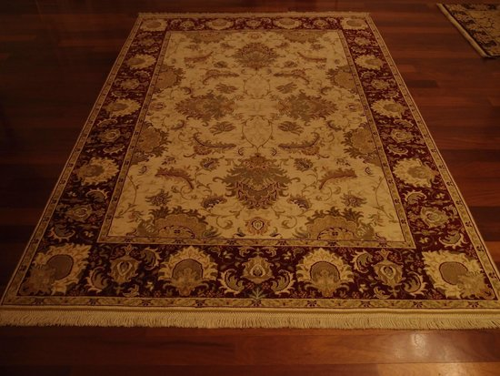 Crowne Plaza Istanbul Asia : one of the many rugs