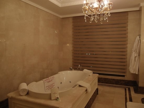 Crowne Plaza Istanbul Asia : special jacuzzi