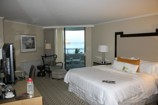 Moana Surfrider, A Westin Resort & Spa: View of our room