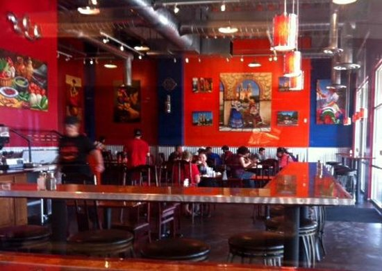 Xalos Mexican Grill: colorfull restaurant