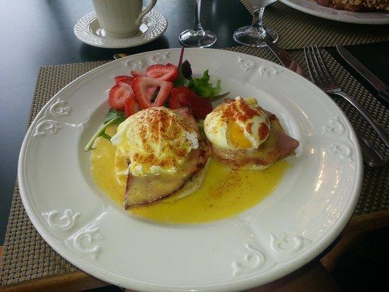 The Geneva Inn: Eggs Benedict