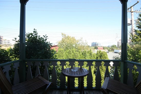 Spinnakers Brewpub and Guesthouses: Room 5 Balcony