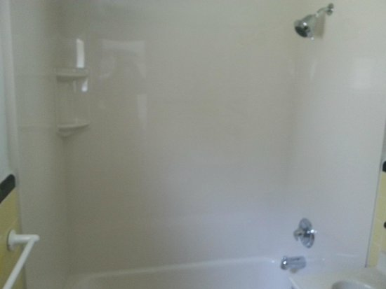 Cabin City Motel: newly installed shower