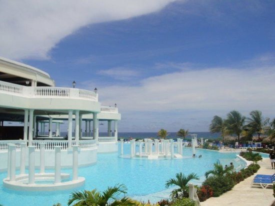 Grand Palladium Jamaica Resort & Spa: gorgeous pool!!