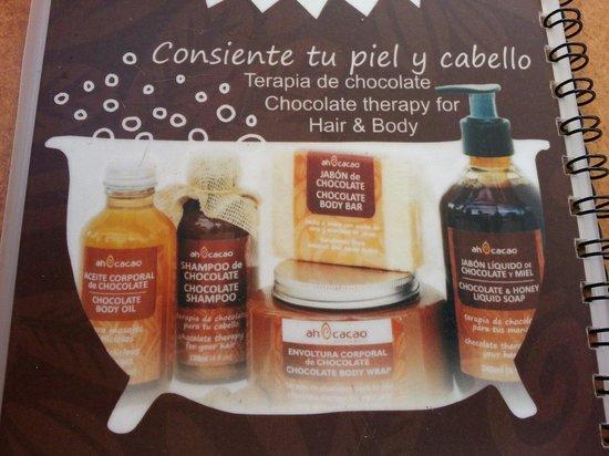 Ah Cacao Chocolate Cafe : Recomendación: adquirir aquí tus productos de higiene personal que usaras durante tu estancia en