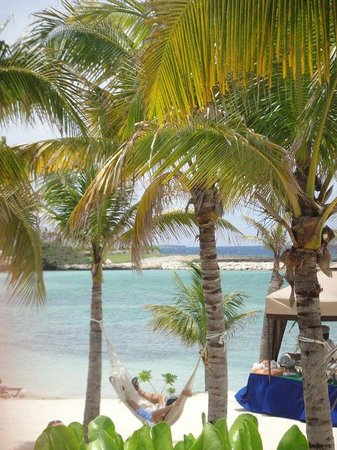 Grand Palladium Jamaica Resort & Spa: peaceful,  but the beach is not that great!