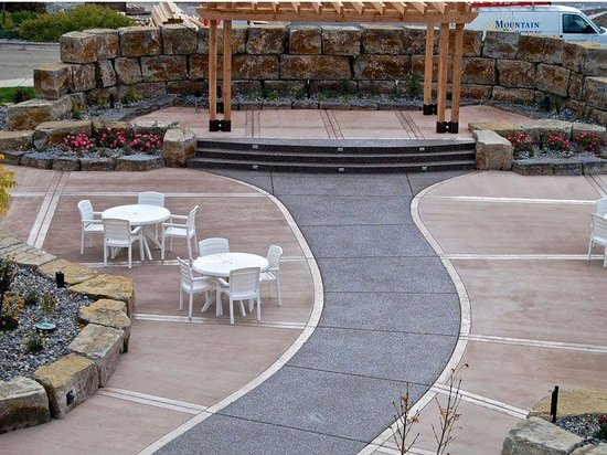 Big Horn Resort: Garden and Courtyard