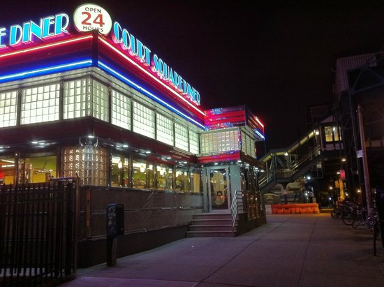 Court Square Diner: court square dinner by night