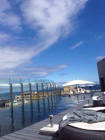 The Vine Hotel : o terraço e a piscina.